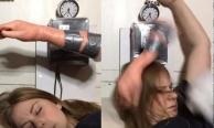 """สุดฮาร์ดคอร์! สาวไอเดียเจ๋งประดิษฐ์ """"นาฬิกามือตบ"""" ตัวช่วยคนหลับลึก!"""