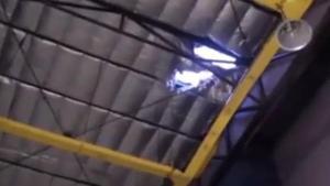 นักเรียนม.ปลายดอดปีนหลังคาห้างหวังเซลฟี่ พลาดตกเจ็บหนัก