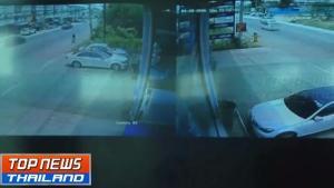 วงจรปิดจับภาพรถเก๋งซิ่งชนรถจักรยานข้างทาง 2 คันซ้อน ดับ 2 เจ็บ 1