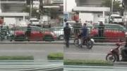 วิจารณ์สนั่น แท็กซี่เลือดร้อน ใช้ท่อนเหล็กทุบตีหนุ่มขับมินิฯสีแดงกลางถนน