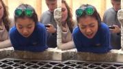 โซเชียลฮือฮา สาวน้อยวัย 17 โชว์พลังเสียงเหนือบ่อน้ำ บอกเลยว่าเพราะจนขนลุก