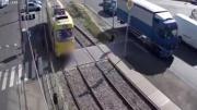 เดินข้ามรางรถไฟ ประมาทแค่ไม่กี่วินาที ก็ต้องเสียใจไปตลอดชีวิต!!!